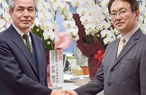 会長、新社長就任。お祝いのお花をいただきました!